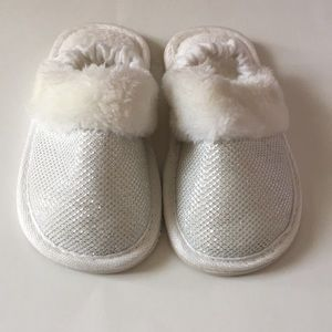 Toddler white and silver slippers